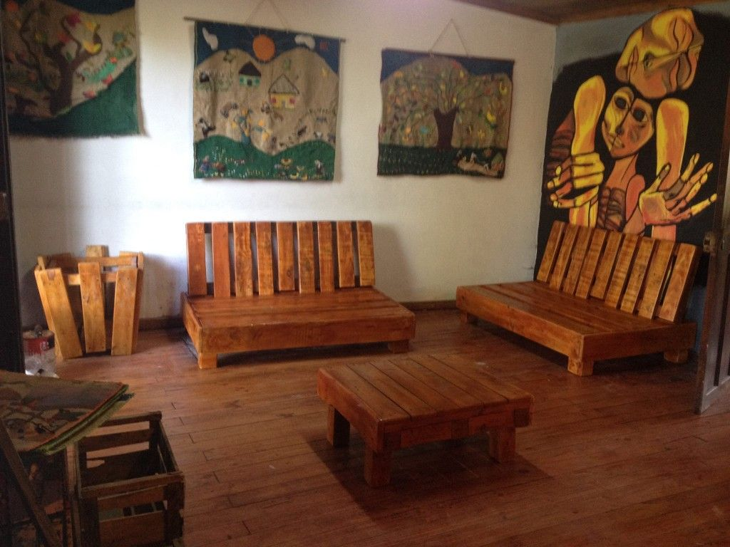 habitacion con muebles reciclados